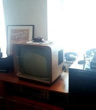 Eines von nur drei Fernsehgeräten in Gemünden, auf dem 1954 die Fußballweltmeisterschaft lief, im Schaufenster eines TV-Geschäfts!