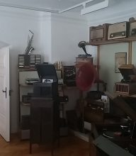 Und das haben die Leute früher im Wohnzimmer gehabt? Spannende Ausstellungsstücke und ihre Geschichten.
