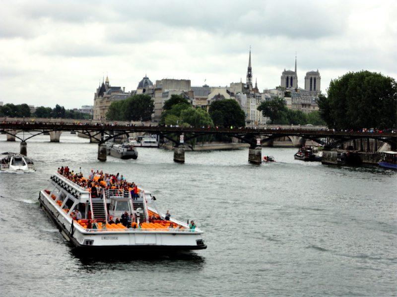 Bateaux Mouches auf der Seine_©RosiKmitta