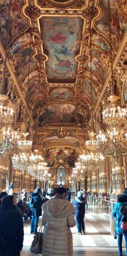 Grand Foyer der Oper zum Flanieren_©RosiKmitta