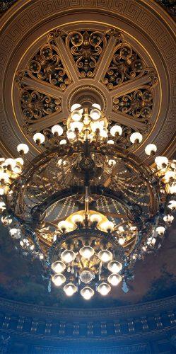 Kronleuchter im Zuschauerraum der Oper_©RosiKmitta