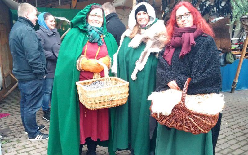 Mägde auf dem mittelalterlichen Jahrmarkt2_©RosiKmitta