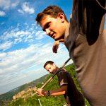 Martin und Thomas Philipps im Weinberg des Weinguts Philipps-Mühle im Mittelrheintal©Philipps-Mühle