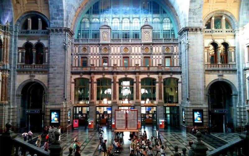 Bahnhofshalle-des-Bahnhof-Centraal-in-Antwerpen©RosiKmitta
