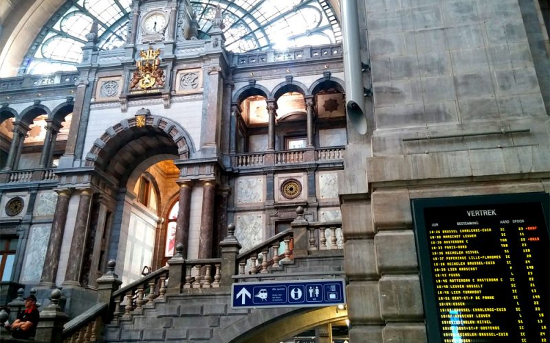 Bahnhofshalle-des-Bahnhof-Centraal-in-Antwerpen2©RosiKmitta