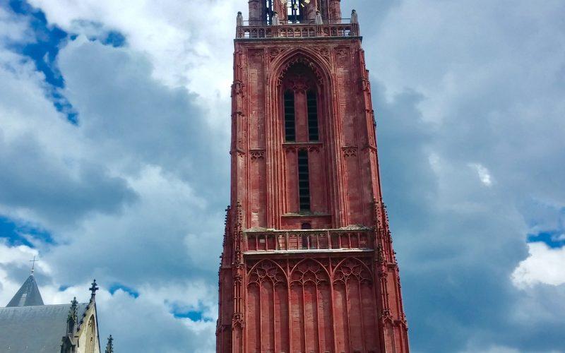 Turm-der-St.Jenskerk-in-Maastricht©RosiKmitta