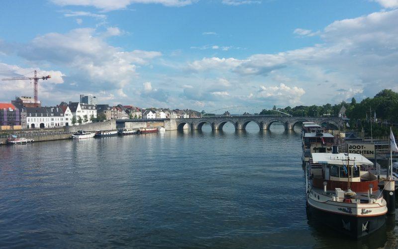 Blick-auf-den-Fluss-Maas-in-Maastricht©RosiKmitta