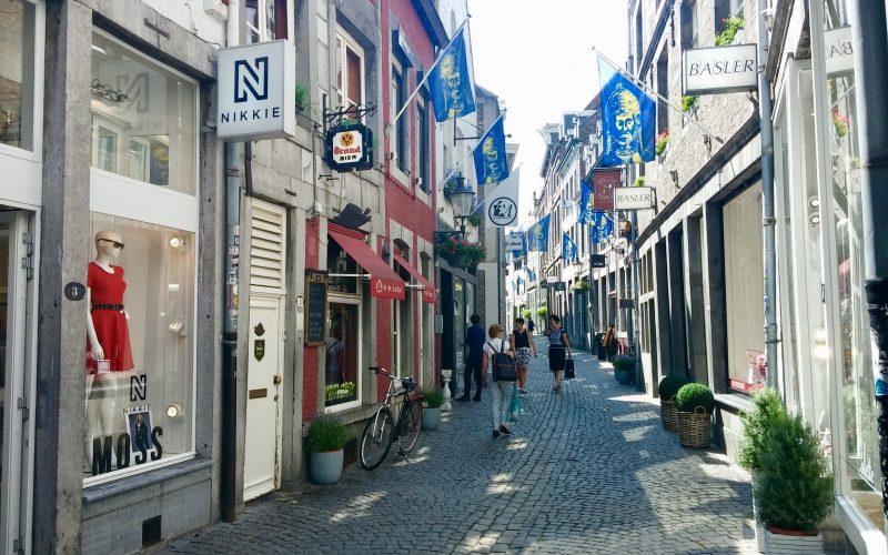 Teure-Geschäftsstraße-Stokstraat-in-Maastricht©RosiKmitta
