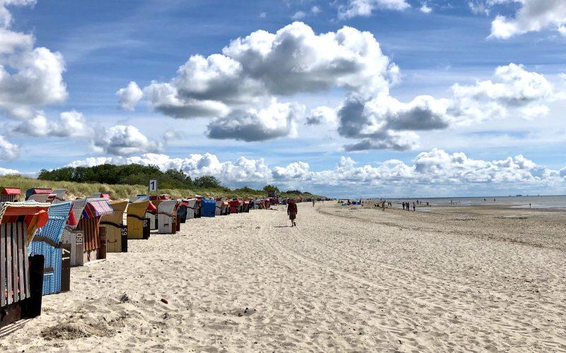 Tolles Panorama auf Föhr mit Wolken, Strand und Wattenmeer