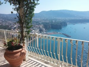 Traumhafter Blick aufs Meer in Vico Equense (©RosiKmitta)
