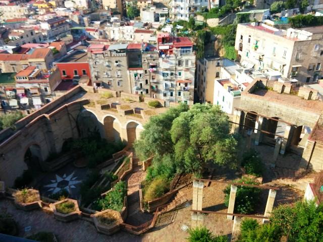 Blick aus unserer Airbnb-Ferienwohnung in Neapel (©RosiKmitta)